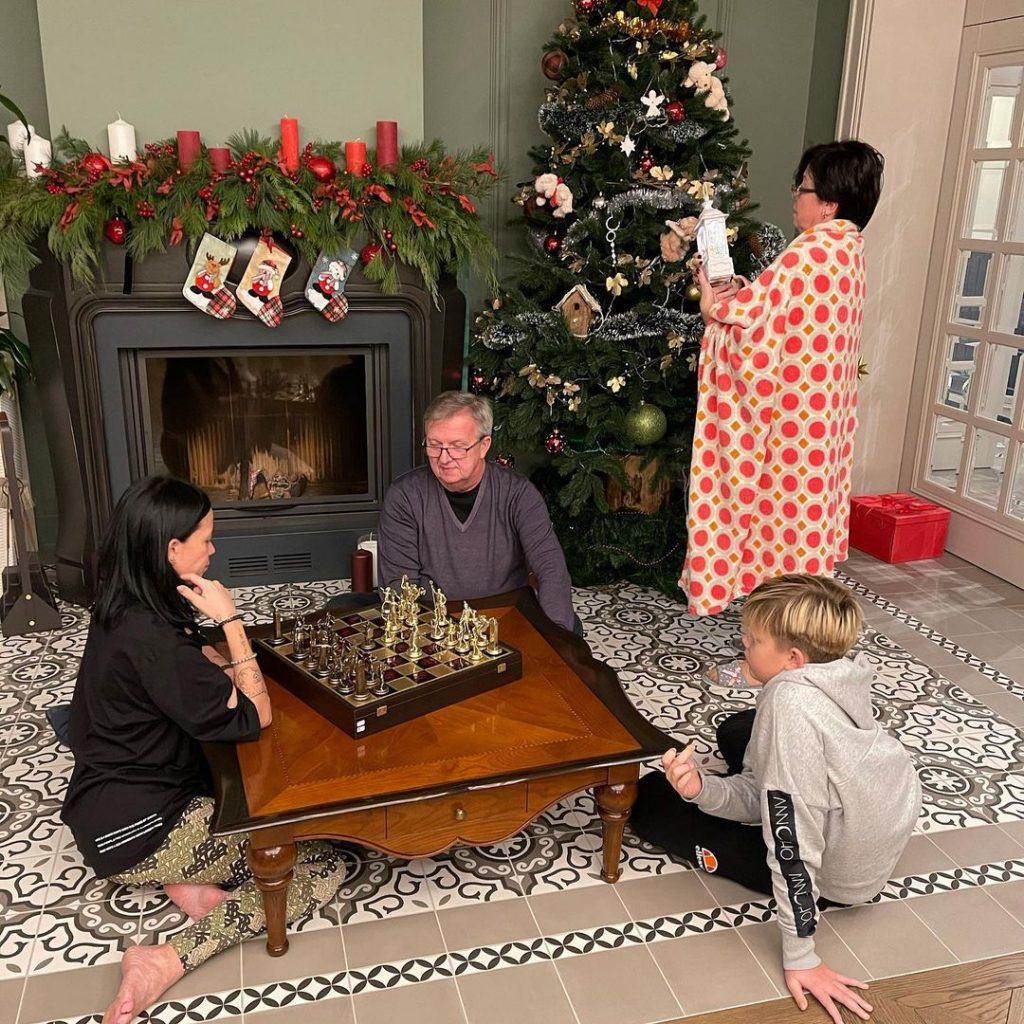 Сhristmas mood: різдвяні листівки Маші Єфросиніної, Юлії Магдич і не тільки