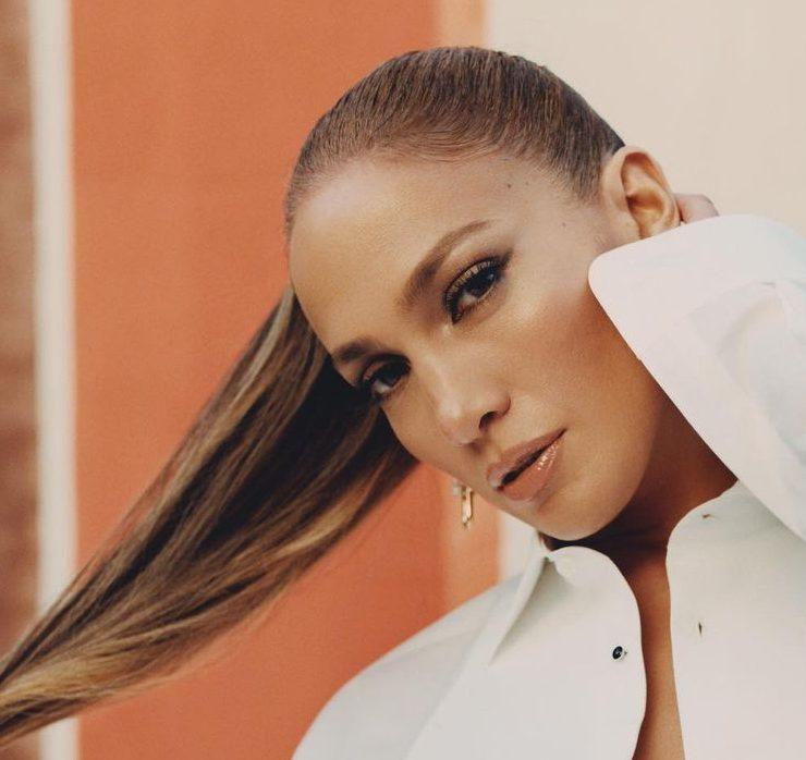 В Prada, Valentino и Fendi: Дженнифер Лопес снялась в новой фотосессии