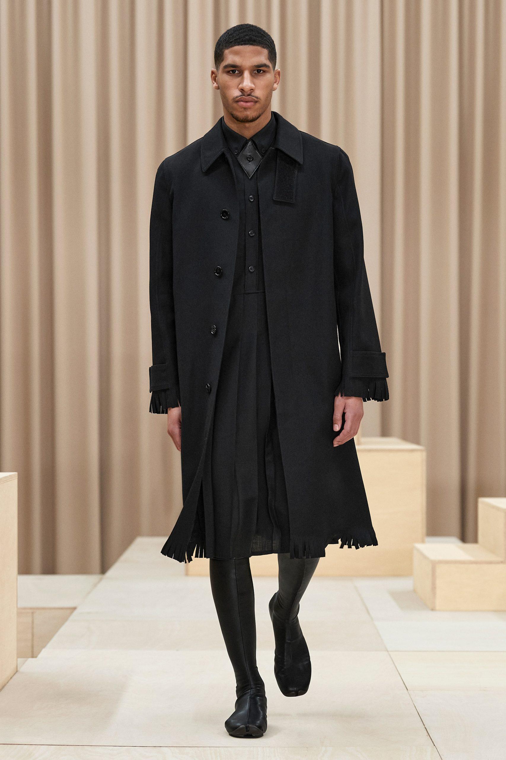 Плиссированные юбки и бахрома в мужской коллекции Burberry Fall 2021