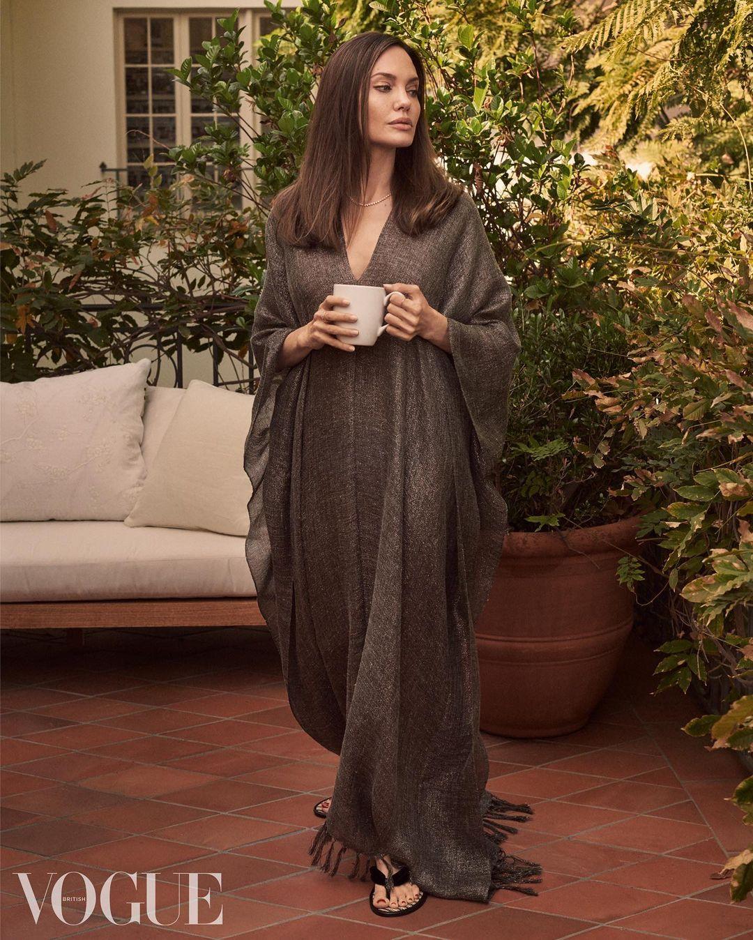 «В 40 я чувствую себя намного комфортнее», – Анджелина Джоли дала редкое интервью