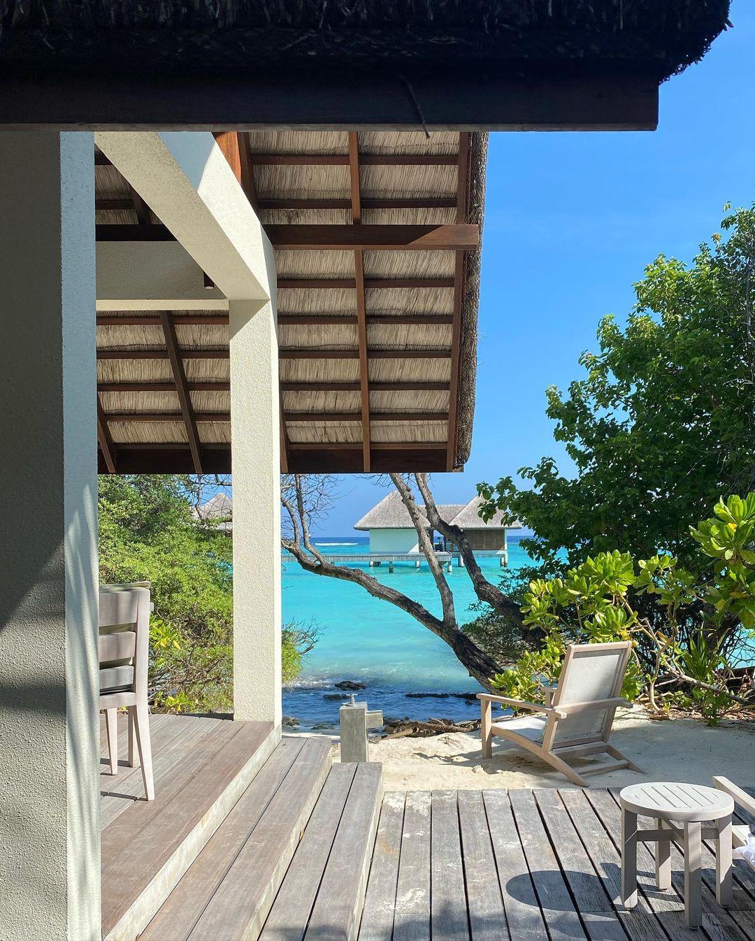 Work and travel: Дима Монатик с женой, и артистками Lida Lee и Нино Басилаей улетели на тропические острова