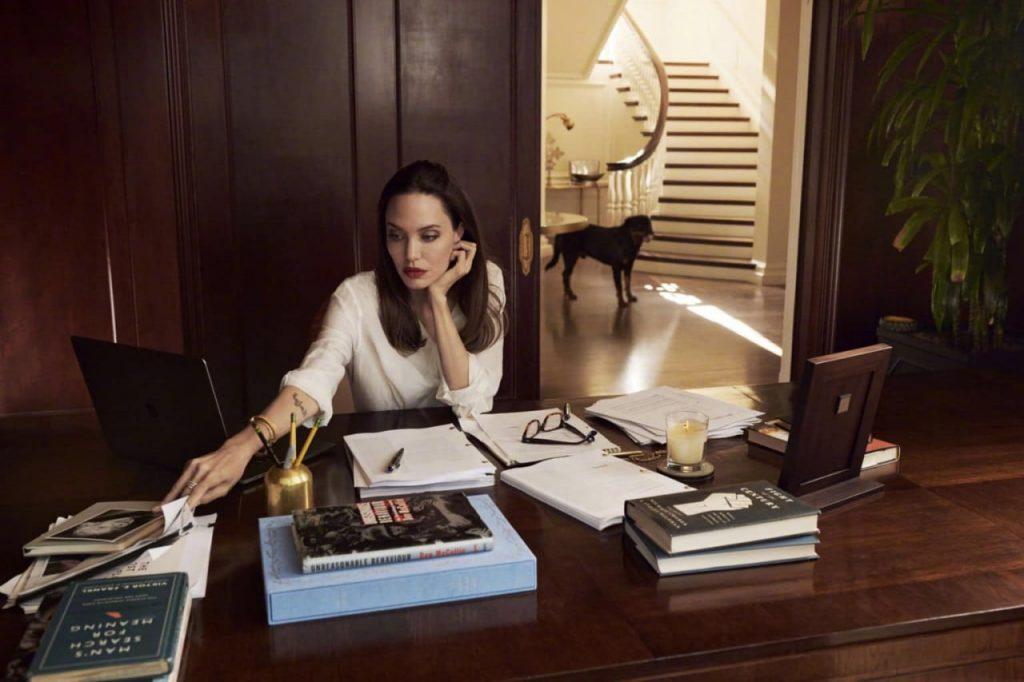 Анджелина Джоли снялась в редкой семейной фотосессии с детьми