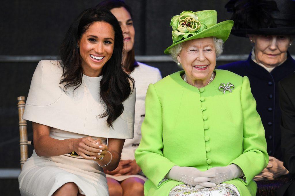 Как королевская семья и Елизавета II отреагировали на новость о беременности Меган Маркл?