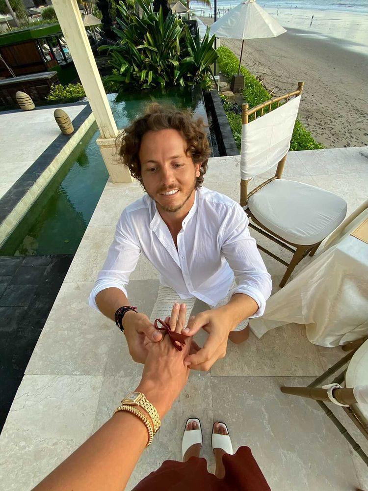 «У него с собой даже не было кольца»: Настя Ершова –о романтичной помолвке на Бали