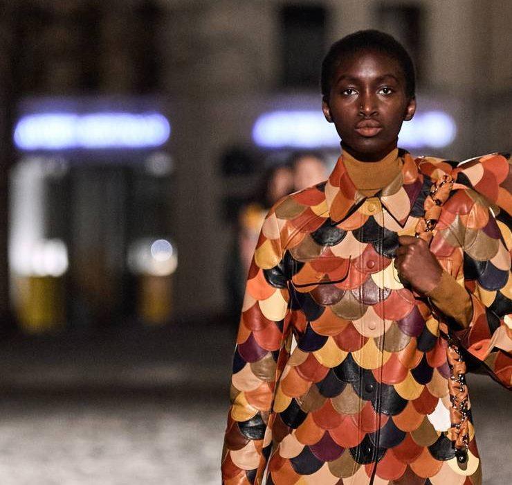 Геометрические принты и пальто в стиле пэчворк: дебютная коллекция Габриэлы Херст для Chloé