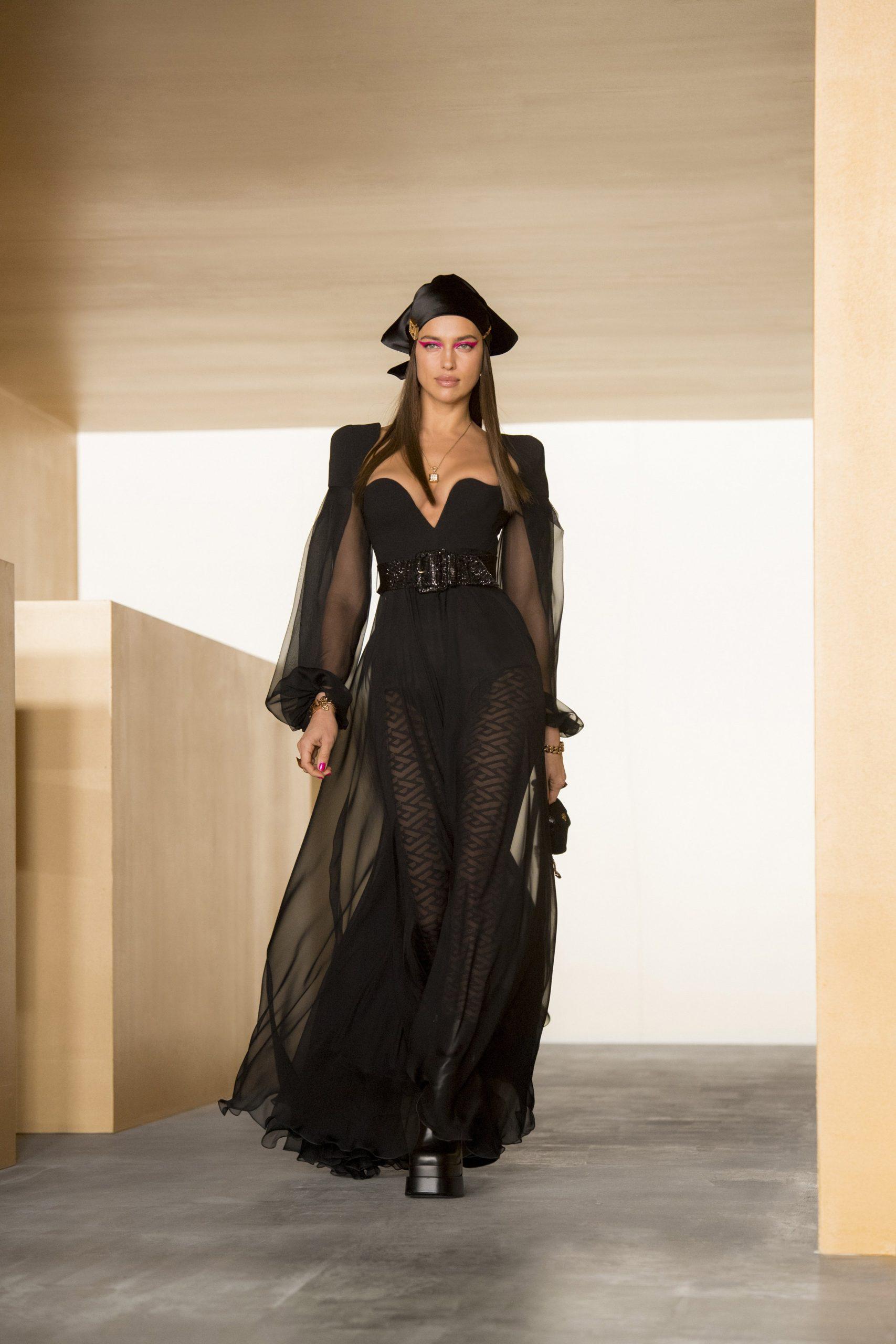 Ирина Шейк, Белла и Джиджи Хадид на показе Versace FW'21