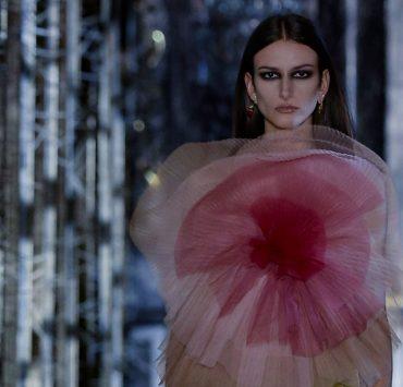 «Зал теней» и сказочные истории: Dior представили коллекцию FW'21