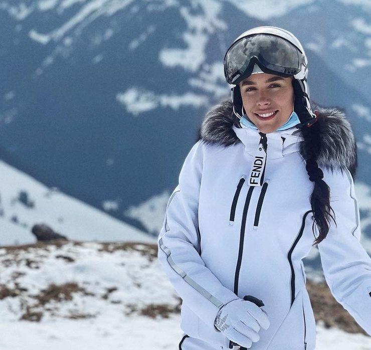 Готель зі снігу та гірські пейзажі: Іванна Онуфрійчук відпочиває з чоловіком у Швейцарії