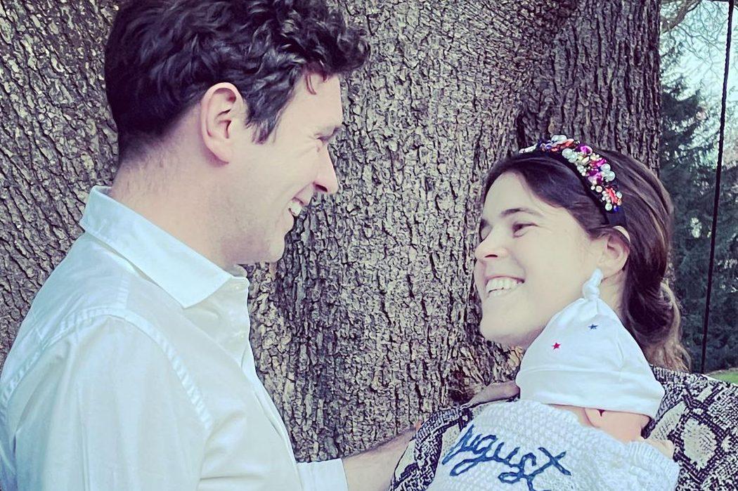 Фото дня: принцесса Евгения показала новый снимок с новорожденным сыном