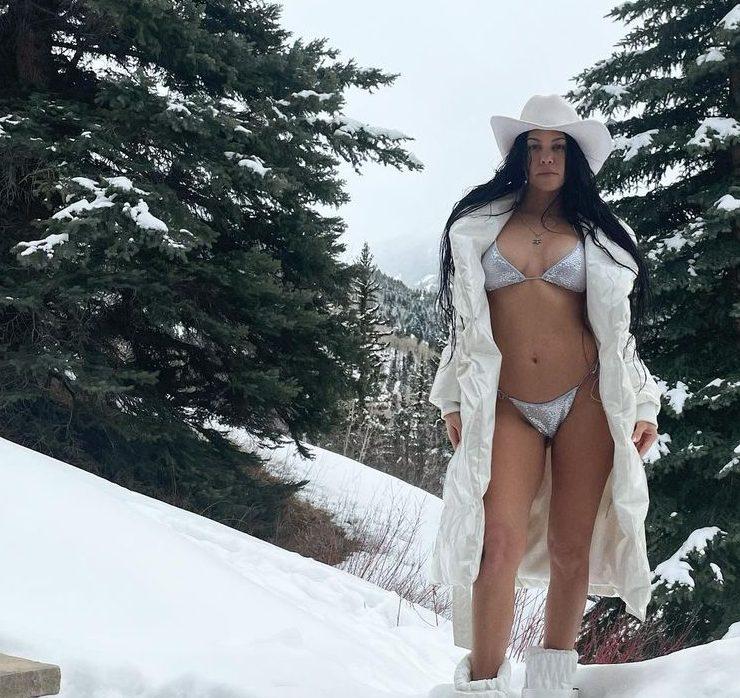 Снігові схили та знімки в бікіні: Кортні Кардашьян відпочиває в Аспені