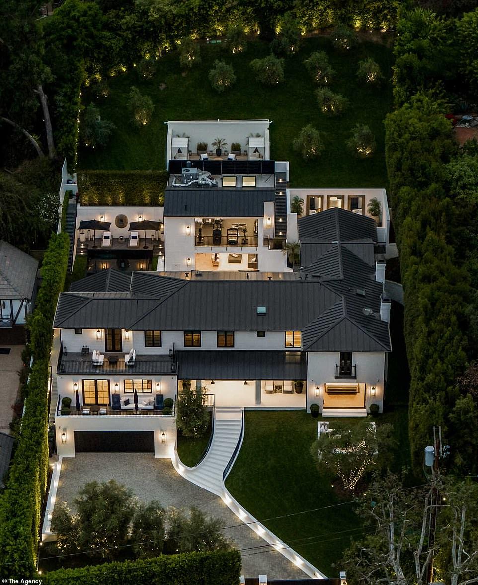 В гостях у Рианны: певица приобрела роскошный особняк за $13,8 миллионов