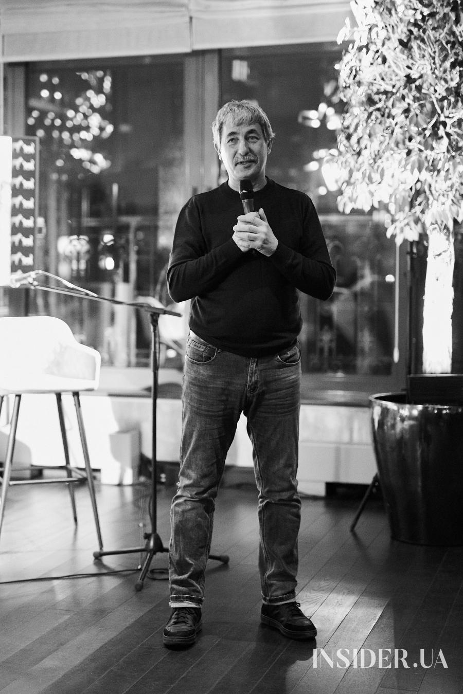 Вечер поэзии в KAMA: читали Катя Сильченко, Санта Димопулос и не только