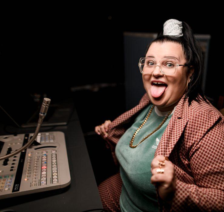 Аlyona Аlyona представила комічний кліп за мотивами шоу нульових «Вікна»