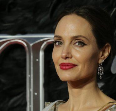 Анджелина Джоли продала картину Уинстона Черчилля за рекордную цену