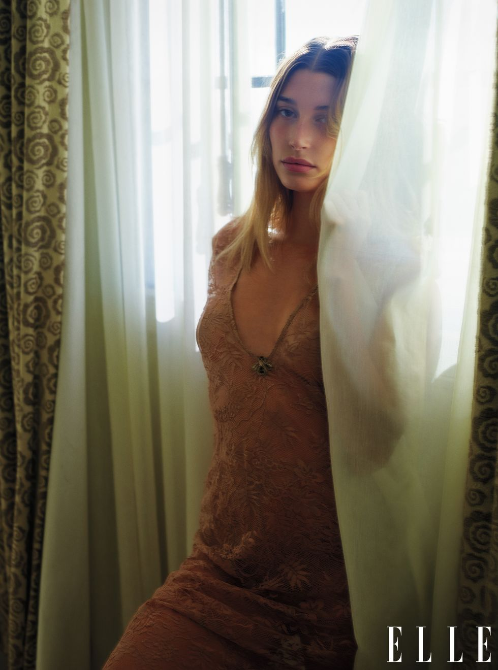 Versace, Saint Laurent и Gucci: Хейли Бибер в объективе Марио Сорренти