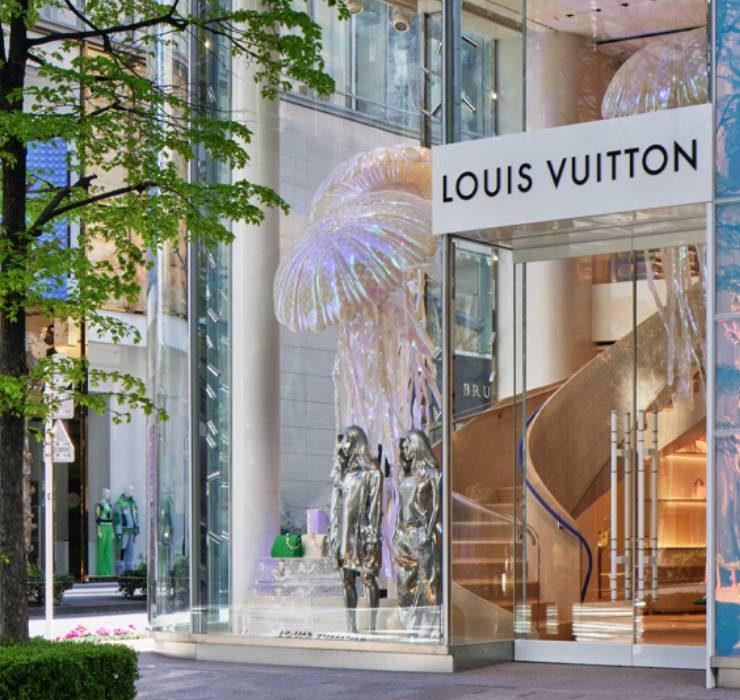 Медузы, водная гладь и блюда от шеф-повара: Louis Vuitton открывает магазин в Токио