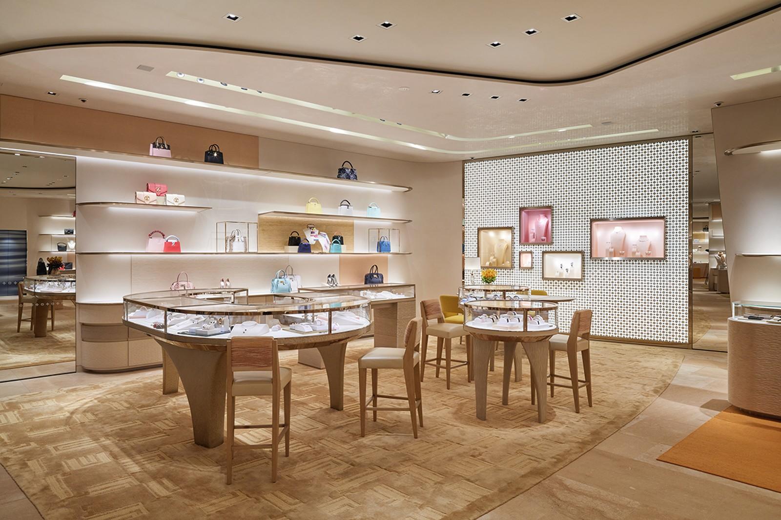 Медузи, водна гладь і страви від шеф-кухаря: Louis Vuitton відкриває магазин у Токіо