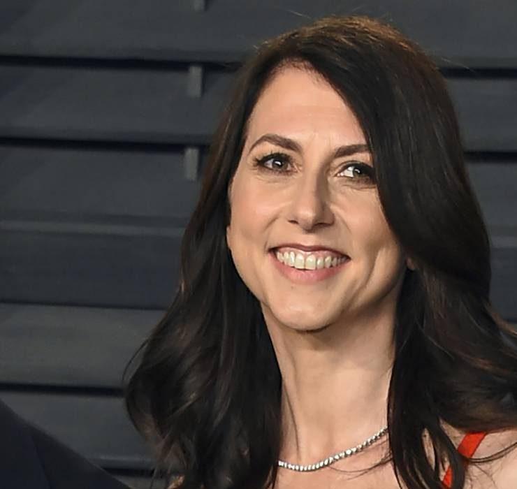 Одна из самых богатых женщин мира Маккензи Скотт вышла замуж за школьного учителя