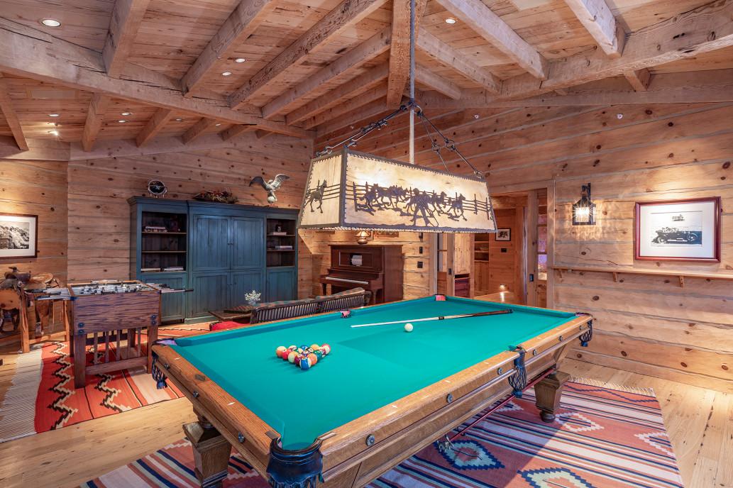 Том Круз продаёт свой особняк в горах за $39,5 млн: рассматриваем интерьер