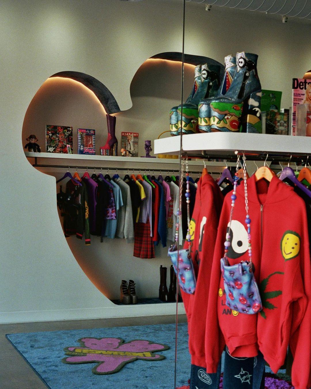 Дух 90-х и аниме: рассматриваем интерьер нового магазина Marc Jacobs в Лос-Анджелесе