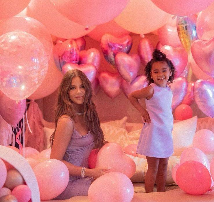 Розовая сказка: как Хлое Кардашьян отмечала 3-летие дочки