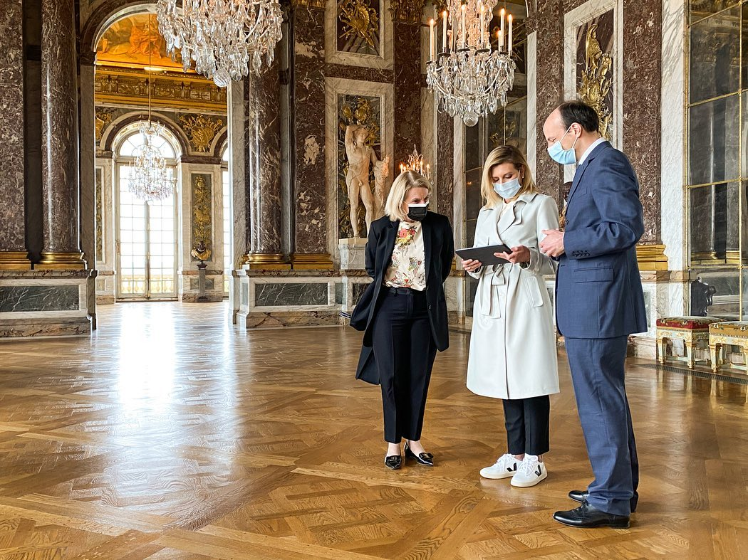 Встреча первых леди: Елена Зеленская в костюме Lake Studio и Брижит Макрон в Louis Vuitton