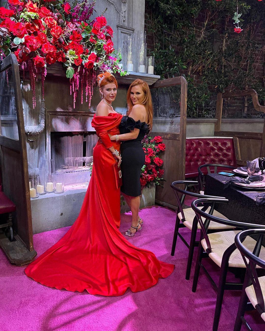 С голливудским размахом: Белла Торн отметила помолвку с Бенджамином Масколо