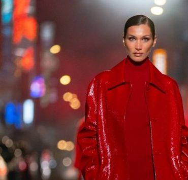Ирина Шейк, Белла Хадид и Наоми Кэмпбелл прогулялись по Таймс-Сквер в шоу Michael Kors