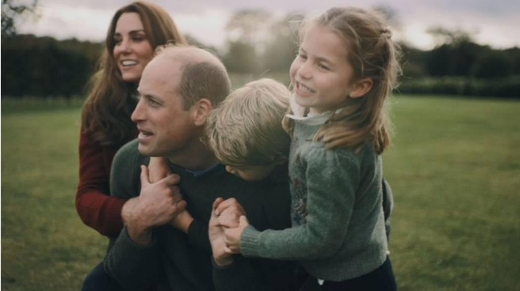 Прогулки у моря и посиделки у костра: семейная идиллия Кейт Миддлтон и принца Уильяма