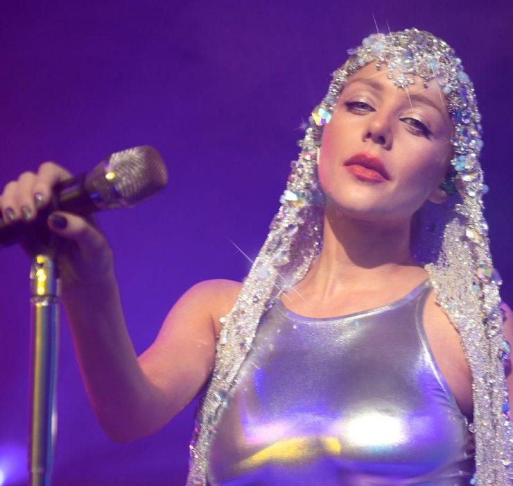 7 новых песен, 5 ярких образов: Тина Кароль презентовала сольный концерт «Красиво»