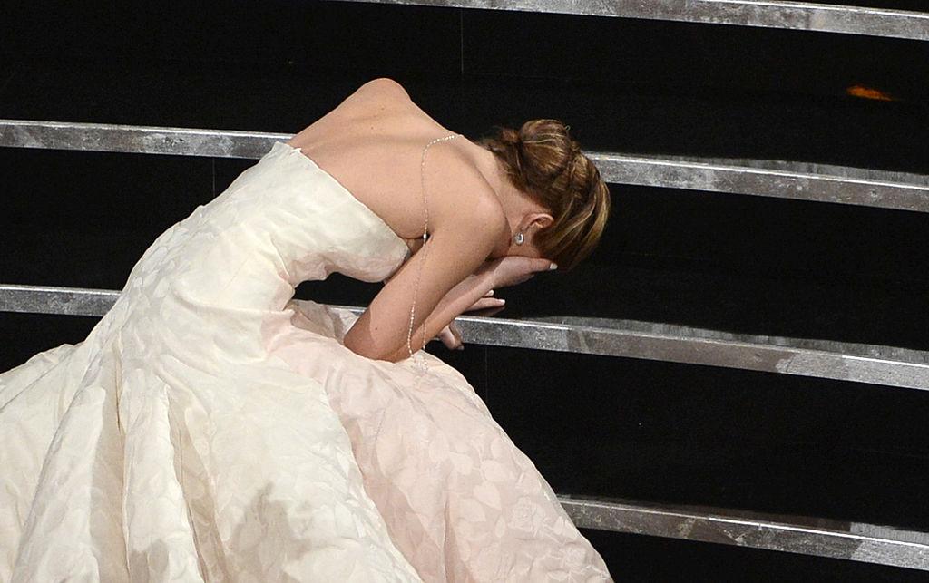 Самые обсуждаемые платья в истории «Оскара»