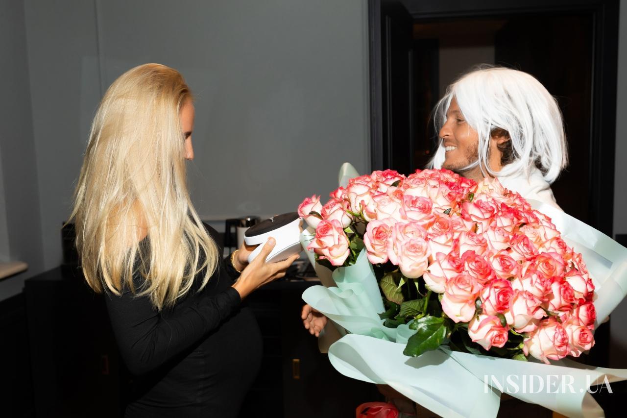 Улыбки, объятия и заветное кольцо: как прошел бэби-шауэр Анастасии Ершовой
