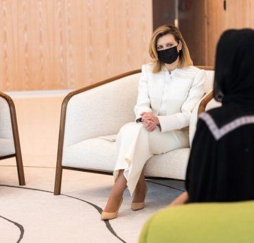 Образ дня: Олена Зеленська в костюмі Litkovskaya під час візиту в Катар
