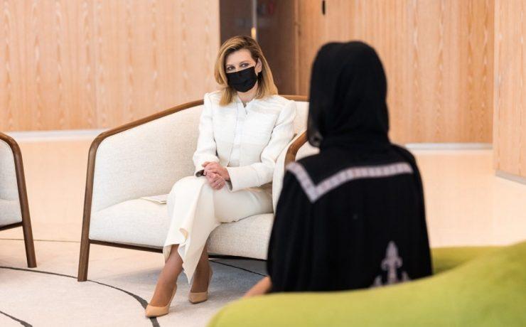 Образ дня: Елена Зеленская в костюме Litkovskaya во время визита в Катар