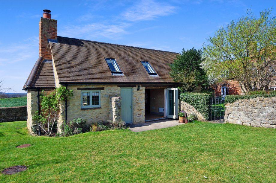 Премьер-министр Великобритании Борис Джонсон сдаёт в аренду свой дом: рассматриваем интерьер