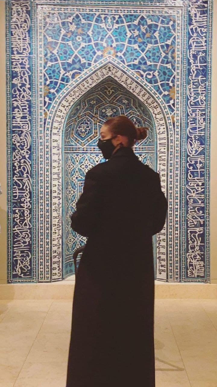 День у музеї: Джіджі Хадід з батьком і донькою в «Метрополітені»