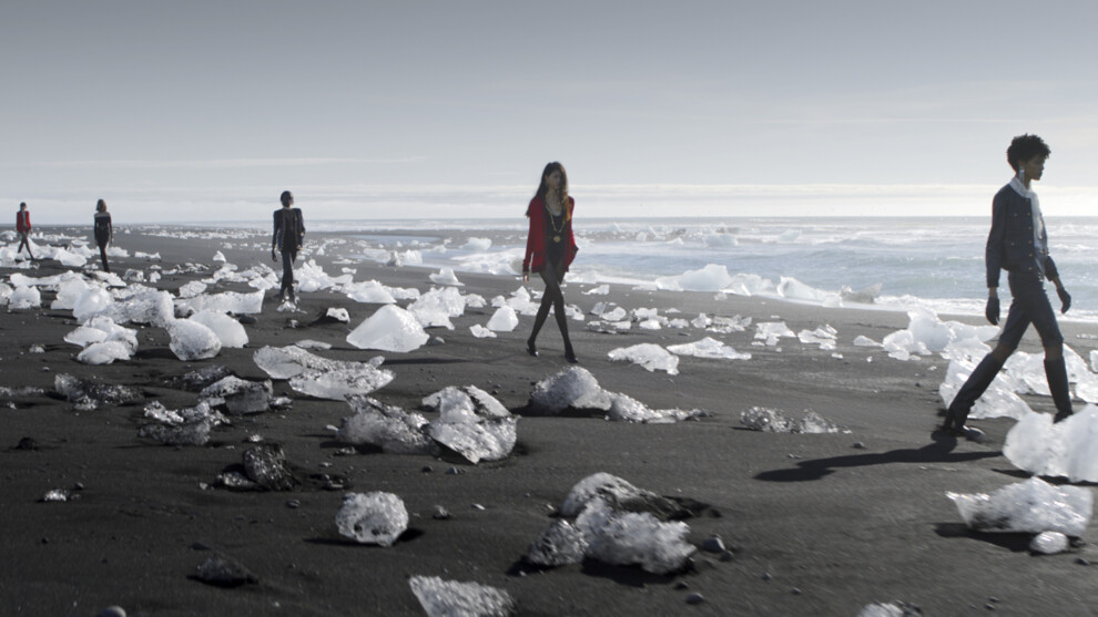 На фоне ледяных скал: Saint Laurent устроили показ в Исландии