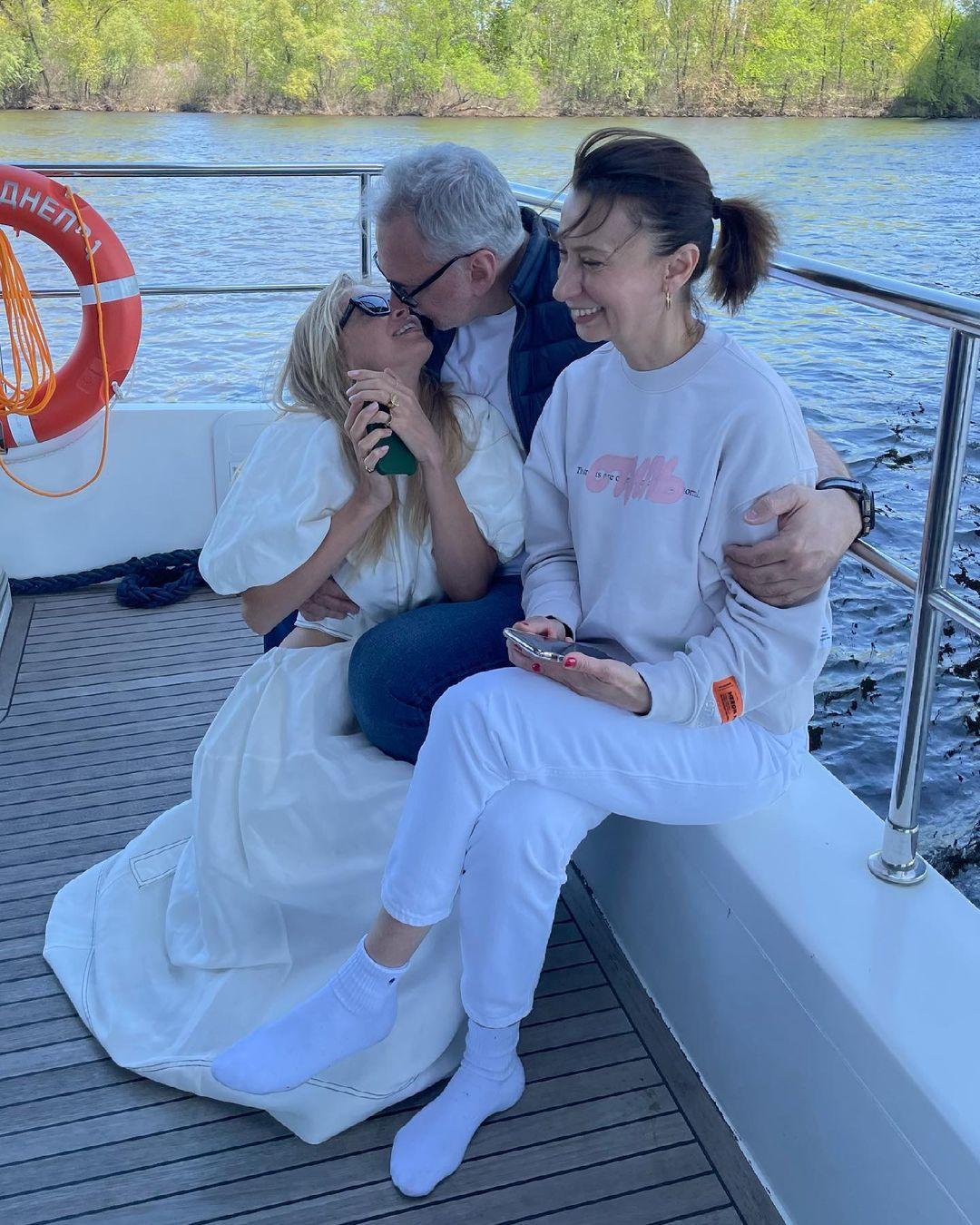 Редкие кадры: Вера Брежнева показала фото с дня рождения мужа
