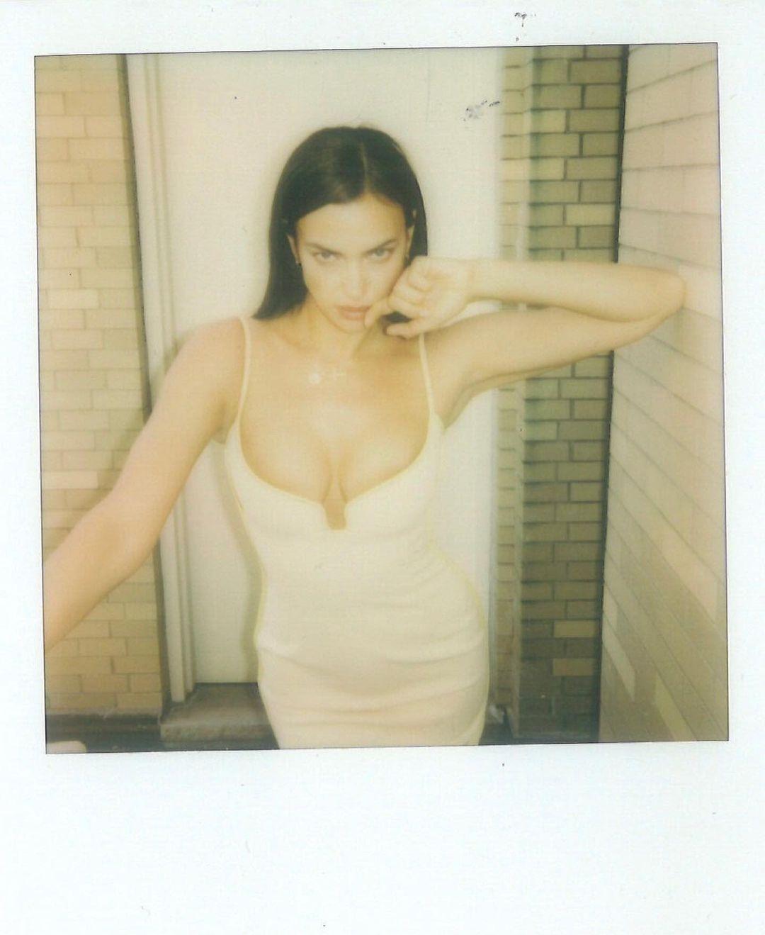 Ирина Шейк показала, как надо позировать для снимков на Polaroid