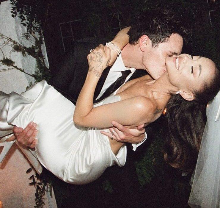 Аріана Гранде показала перші фото з весілля
