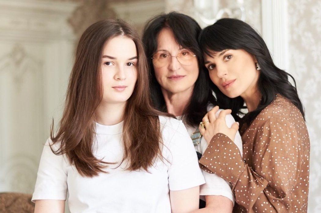 День матери в ленте Кати Сильченко, Маши Ефросининой и других героев