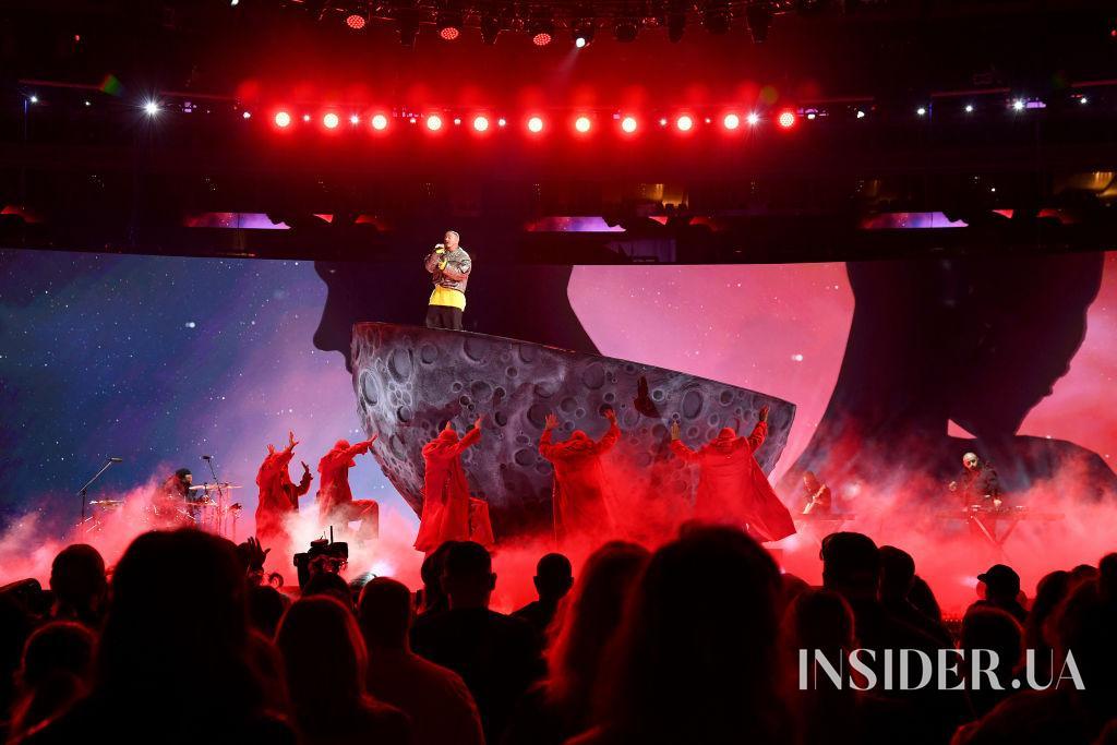Принц Гарри, Джей Ло и Селена Гомес на концерте Vax Live в Лос-Анджелесе