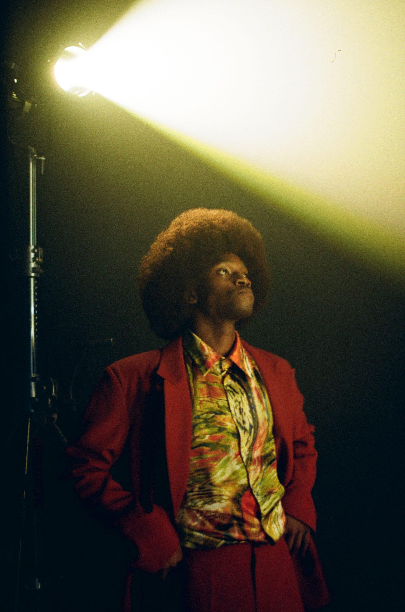 Стиль 80-х и футуризм в новом клипе TVORCHI «Віч-на-Віч»