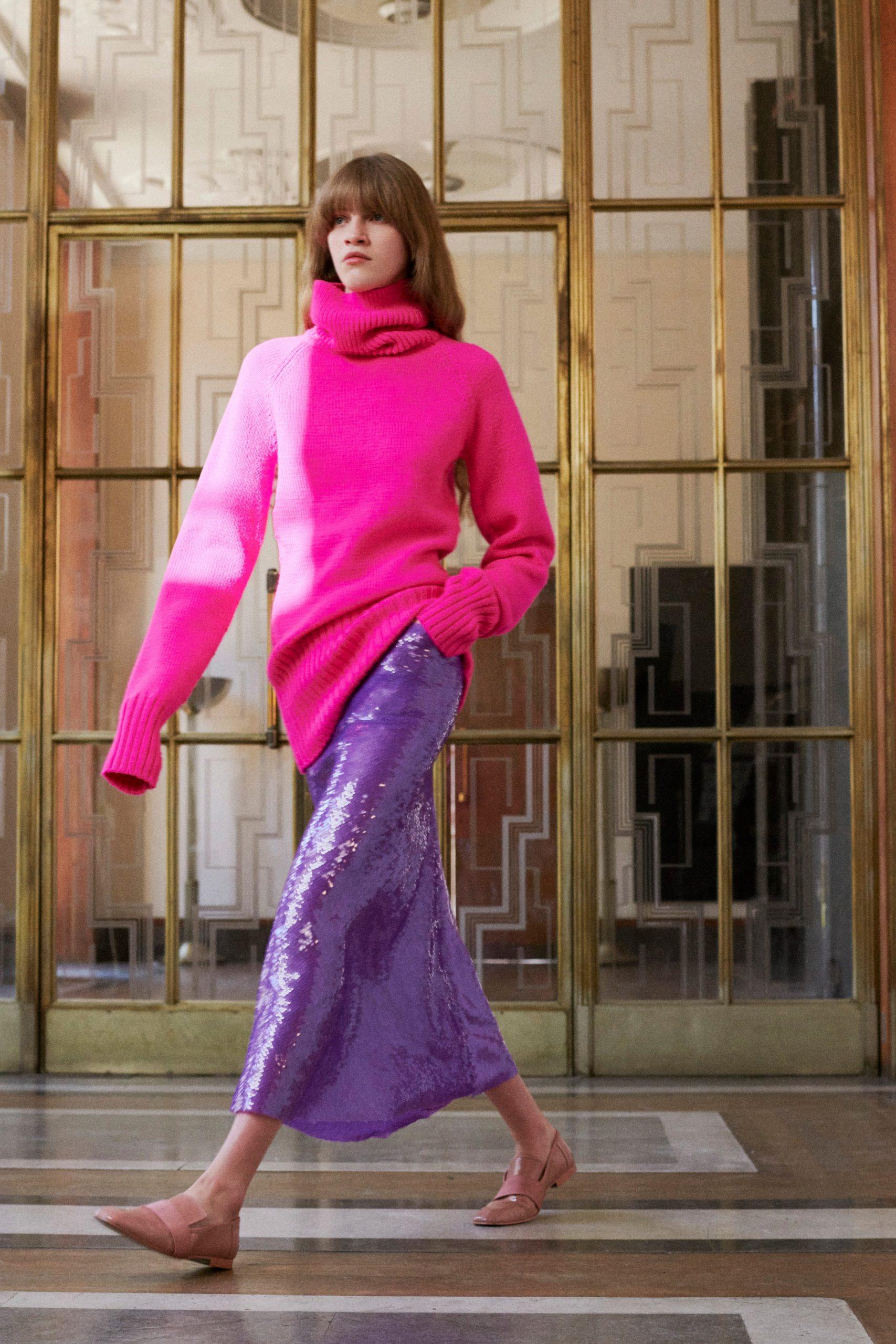 Пайетки и буйство красок в новой коллекции Victoria Beckham SS'22
