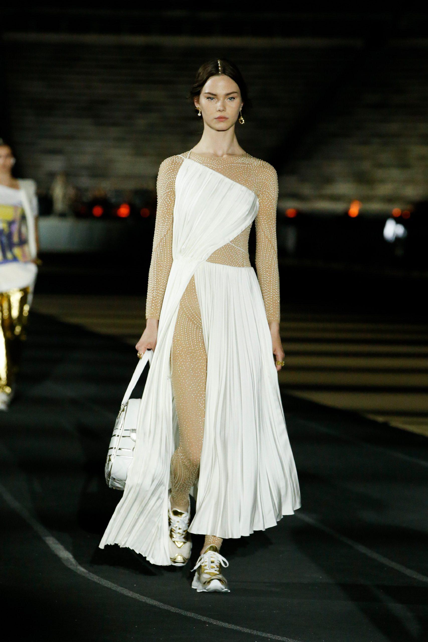 Путешествие в Афины: как прошел показ круизной коллекции Dior 2022