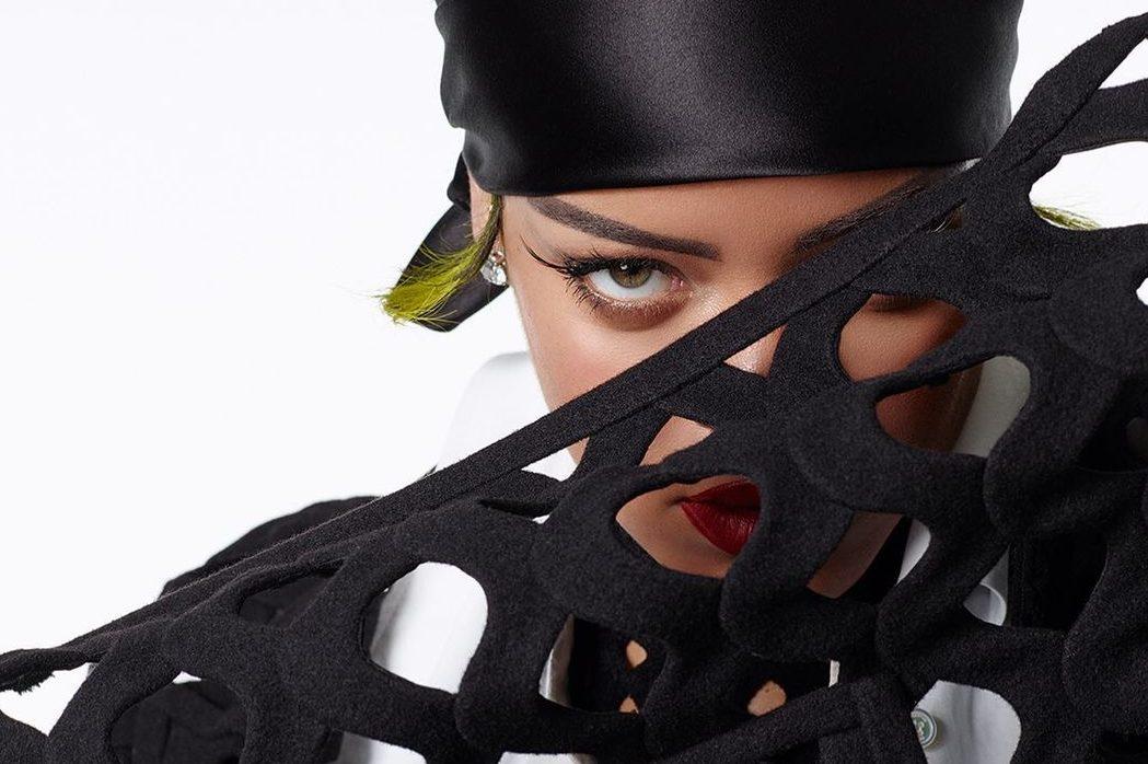 В Valentino, Raf Simons и Savage: Рианна в новой съёмке для Vogue