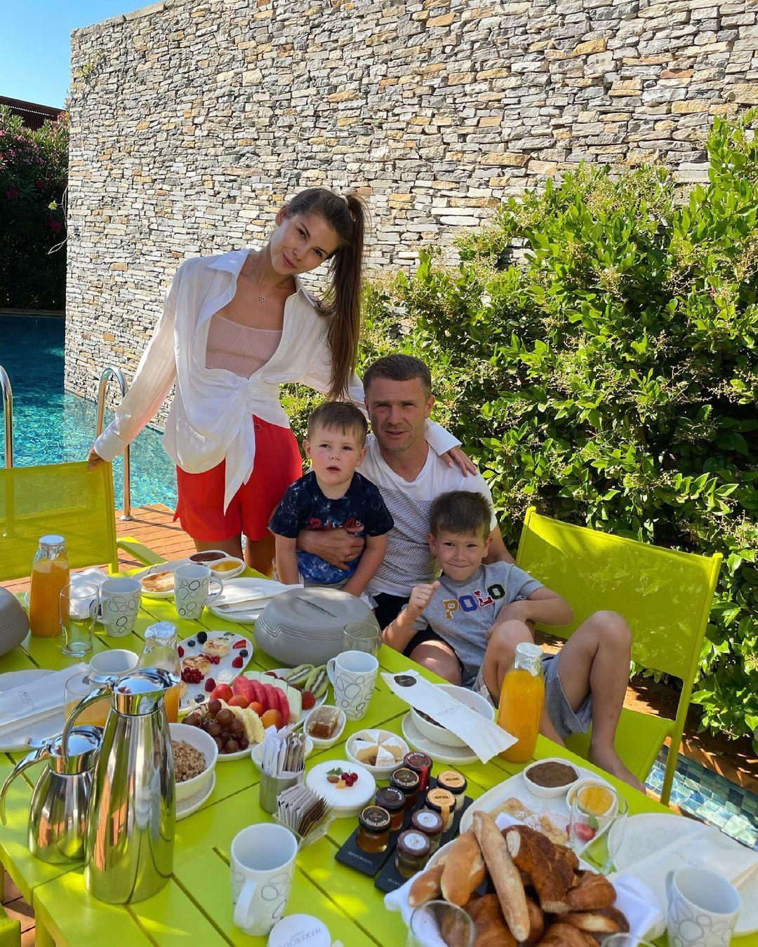 Семейная идиллия: Анна и Сергей Ребровы отдыхают в Турции