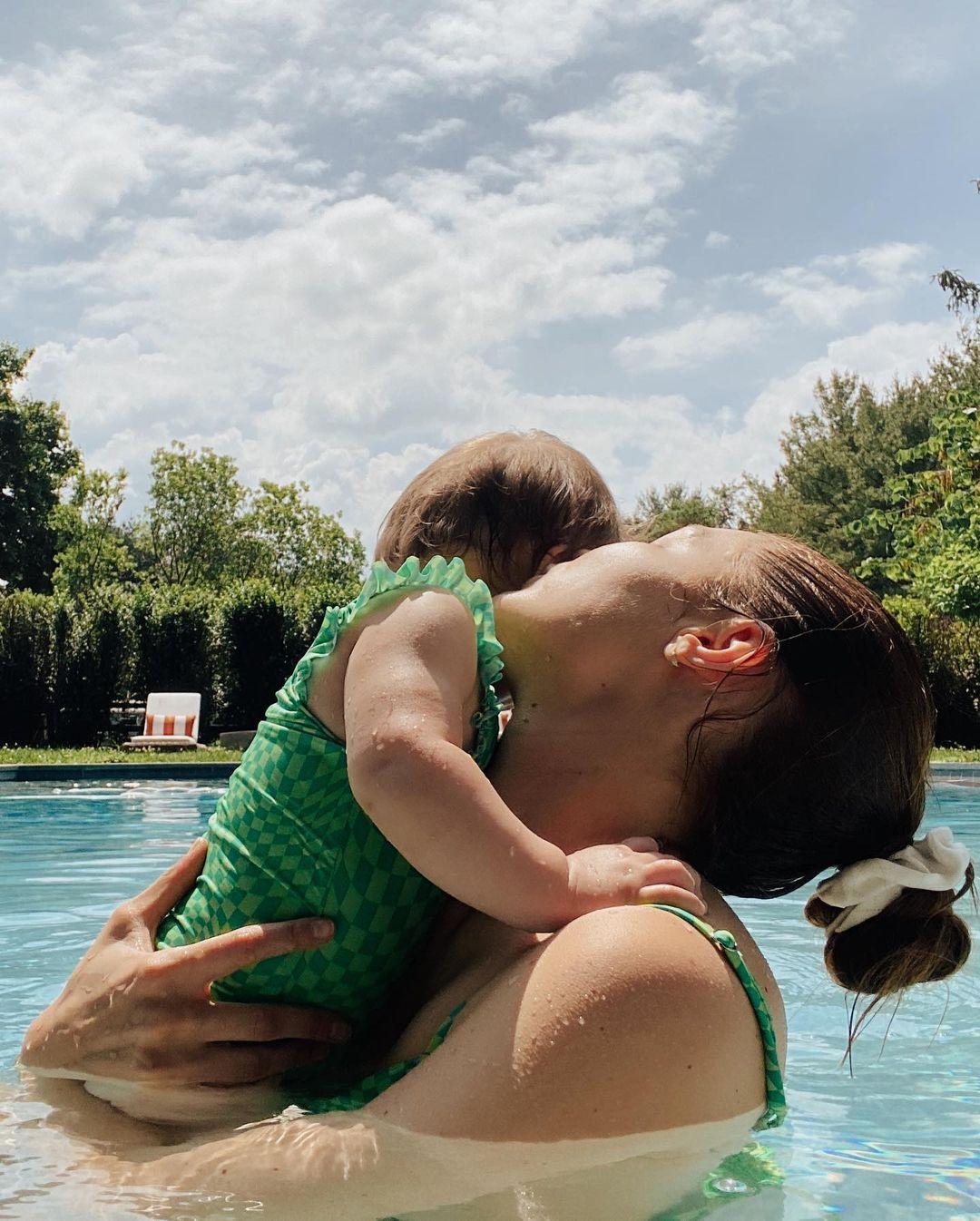 Джиджи Хадид показала, как проводит лето с дочерью