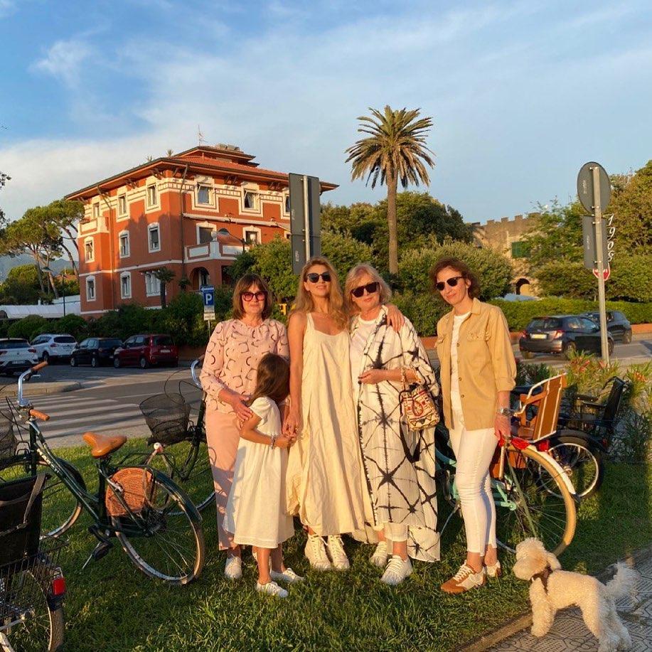 Итальянские каникулы: Катя Сильченко с мамой и дочкой в Тоскане