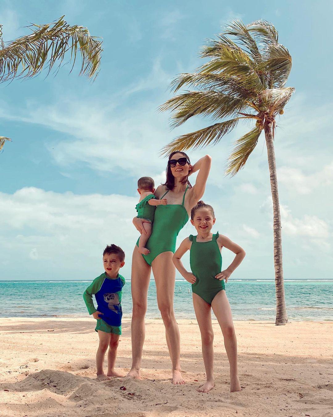 «Одно из самых красивых мест на Земле»: семейные каникулы Коко Роши на островах